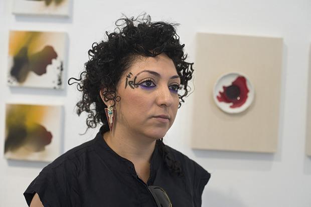 הראשון. על רקע עבודות שלה בגלריה נלי אמן. צילום: יעל ברזילי.