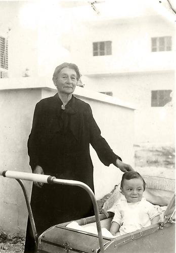 נאני והנכד דני בפלסטינה, 1937