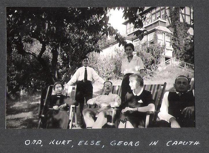 נאני והזאכריאסים חוגגים בר מצווה לנכד היתום צבי בקפוט, 1.6.1938 (נראה כמו רמות ים שבים הרמות, לא?)