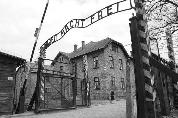 Auschwitz_Main_Gate