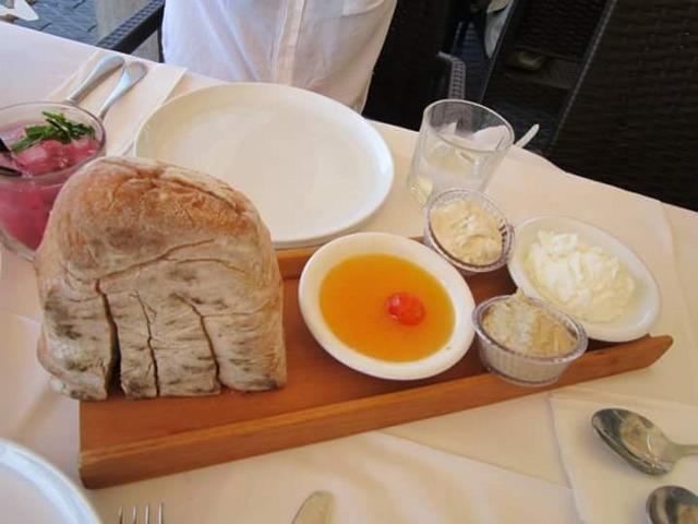 הלחם הנפלא עם המיץ סלט