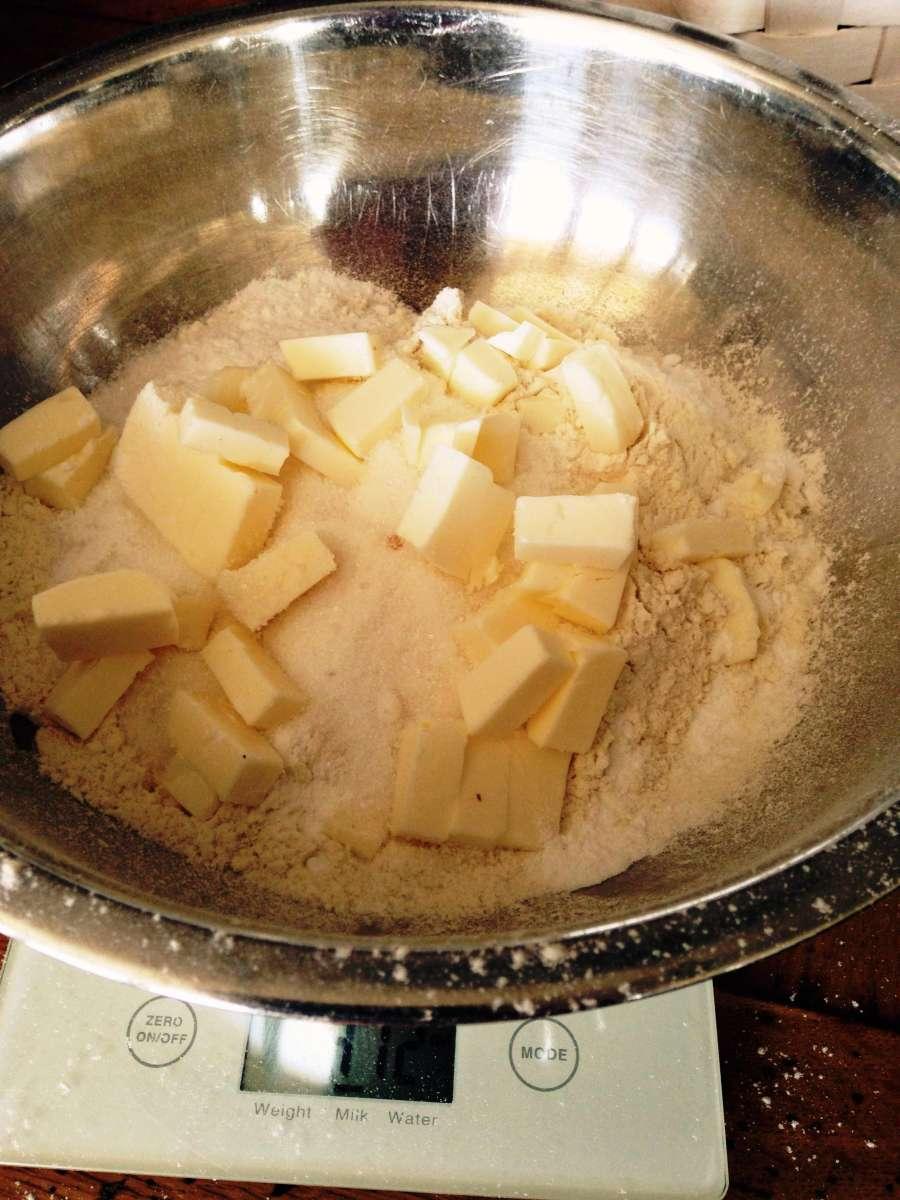מאפינס ליום האהבה - קמח, מלח,סוכר וקוביות חמאה