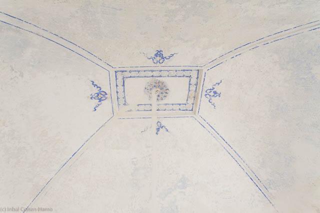 אחד מציורי התקרה שנחשפו