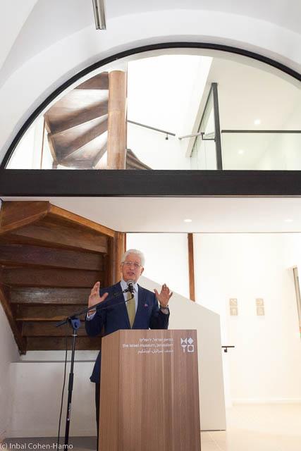 """ג'יימס סניידר, מנכ""""ל מוזיאון ישראל, במבואת בית טיכו"""