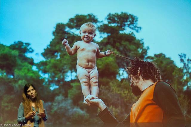 אביגיל שאר ישוב וצילום של תושבי קהילה אלטרנטיבית שהיא מצלמת כפרויקט מתמשך