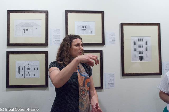 האוצרת קרן בן הלל מסבירה על אדריכלות ערבית