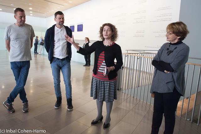 סוזן לנדאו, האוצרת הראשית במוזיאון תל אביב, רותי דירקטור אוצרת התערוכה, אלמגרין ודראגסט. צילום: ענבל כהן חמו