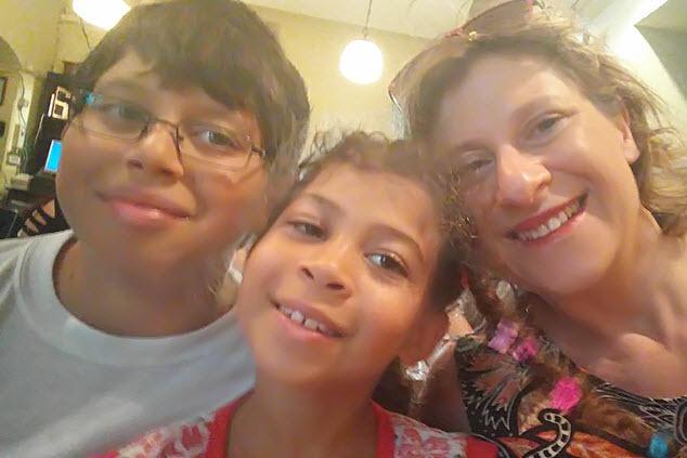 אימא וילדים (צילום: אלבום משפחתי)