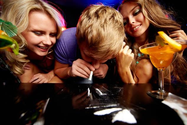 קוקאין על הבר (צילום: שאטרסטוק)