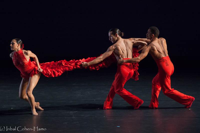 """""""שורה ישרה"""" - טריו ברוח ריקוד הפלמנקו. צילום: ענבל כהן חמו"""