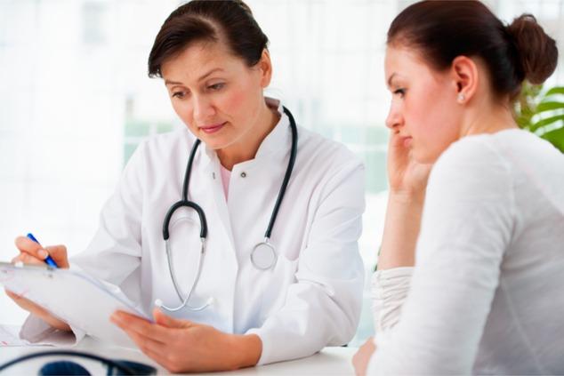 מטופלת ורופאה (צילום: שאטרסטוק)