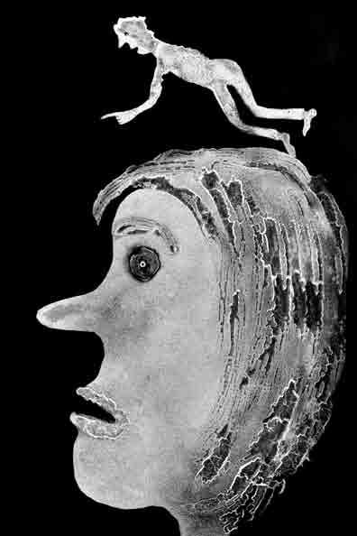 רוג'ר באלן בצילום בתערוכה בגלריה זימאק