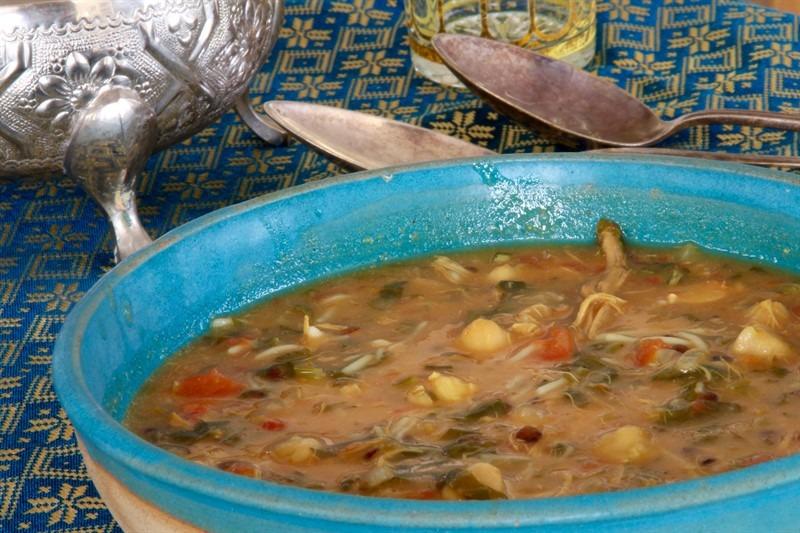אם יש משהו שכדאי לעשות לפני שהחורף מסתיים זה מרק חרירה, מרק שהוא ארוחה שלמה
