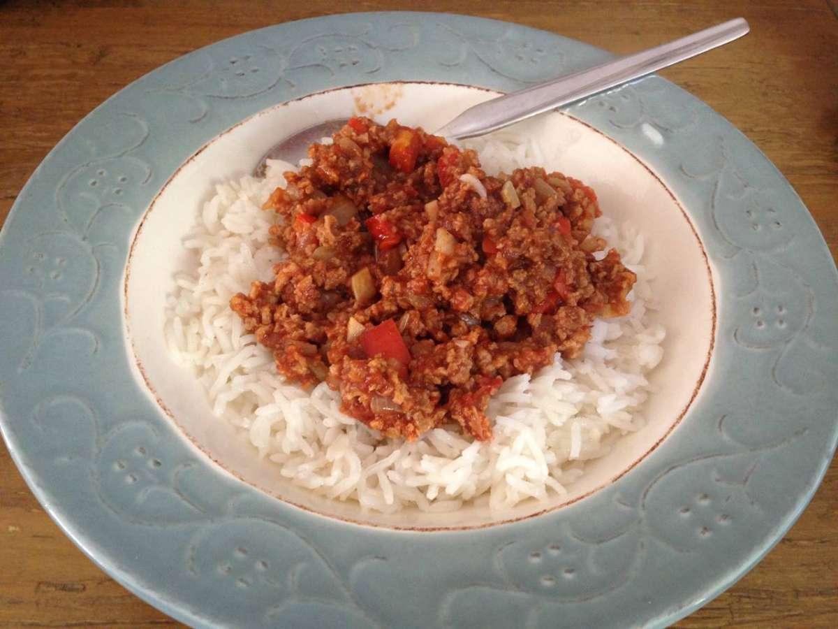 רוטב בולונז צמחי - מתאים לאכילה עם אורז או פסטה.
