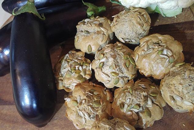 לחמניות טחינה (צילום: יערה די סגני)