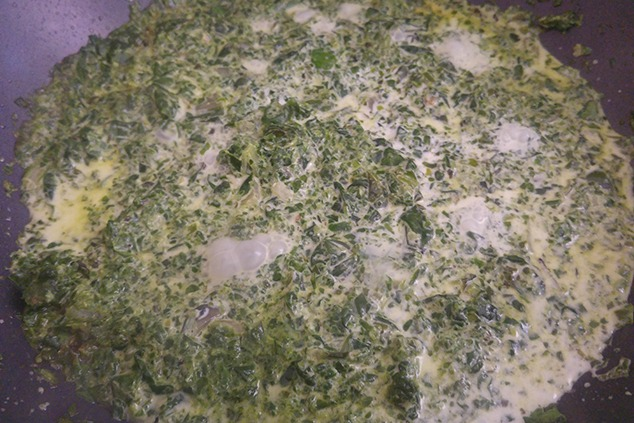 שקשוקה ירוקה לפני הוספת הביצים (צילום: יערה די סגני)