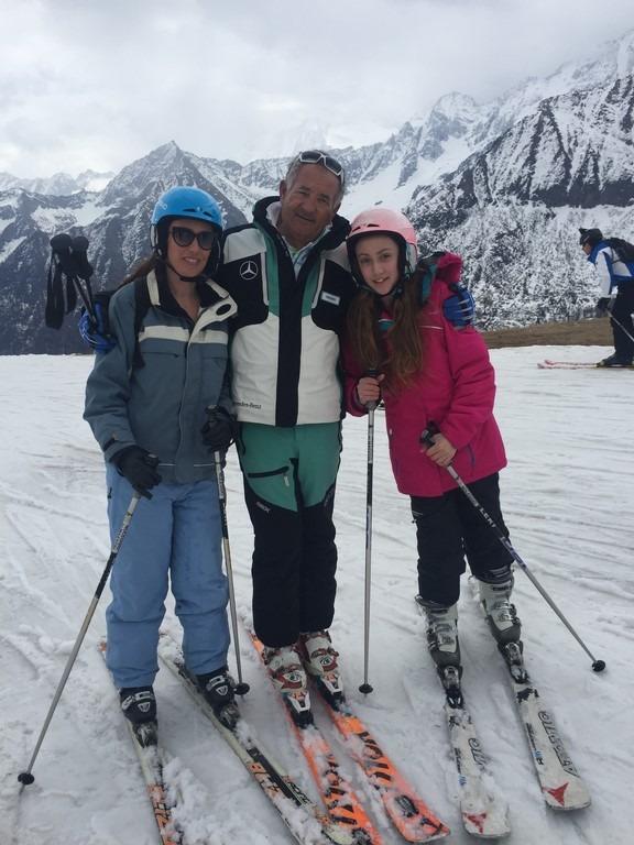 רחל הזנפלד עושה סקי
