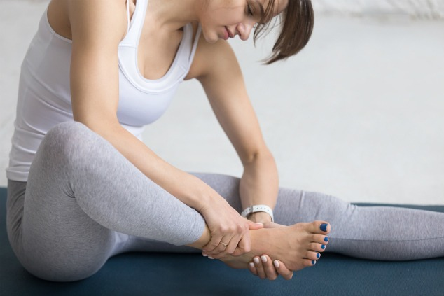 עייפות? מקדו את העיסוי בעיקר ברגליים ובידיים (צילום: שאטרסטוק)