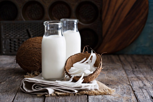 חלב קוקוס: מושלם לשימוש במקום חמאה או מרגרינה (צילום: Shutterstock)