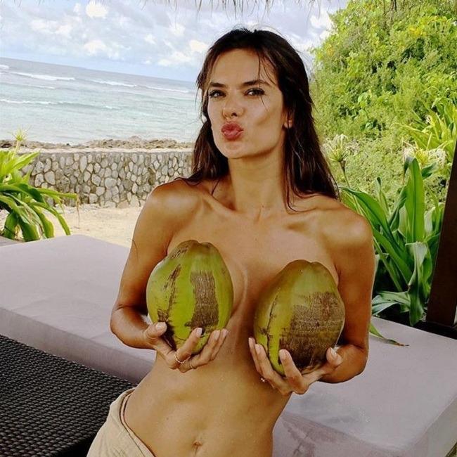 עוד ברזילאית מכורה למי קוקוס. מלאכית ויקטוריה סיקריט אלסנדה אמברוזיו (צילום: Instagram)