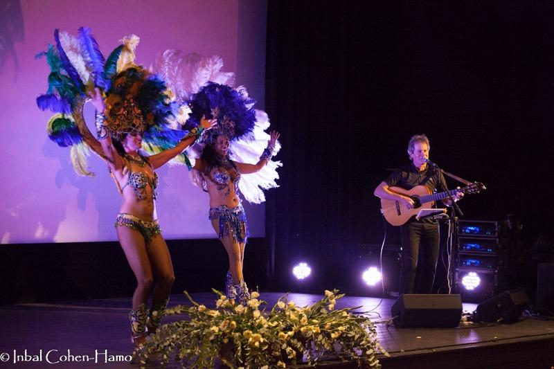 חגיגה ברזילאית עם אורי הרפז ורקדניות