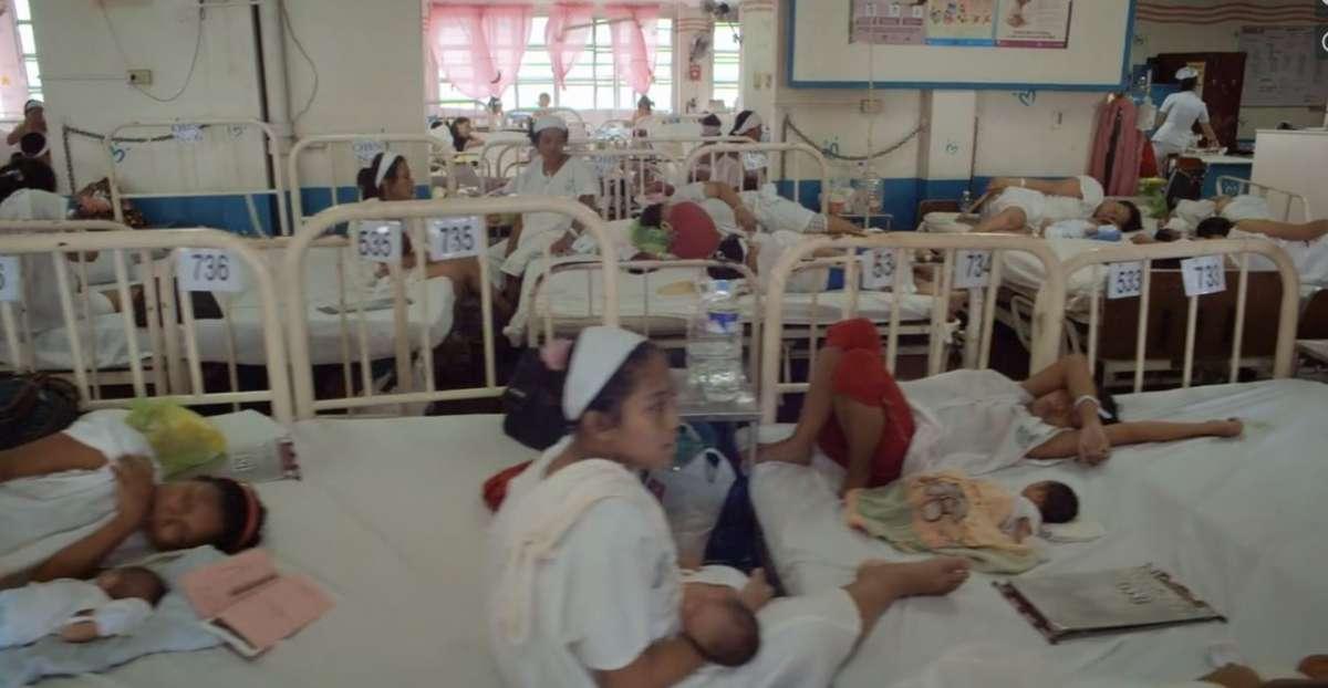 אמא'לה אמאלנד - Motherland  חולקות מיטות