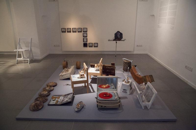 """הכניסה לתערוכה של רונית אגסי - חלל ה""""עבר"""". צילום: ענבל כהן חמו"""