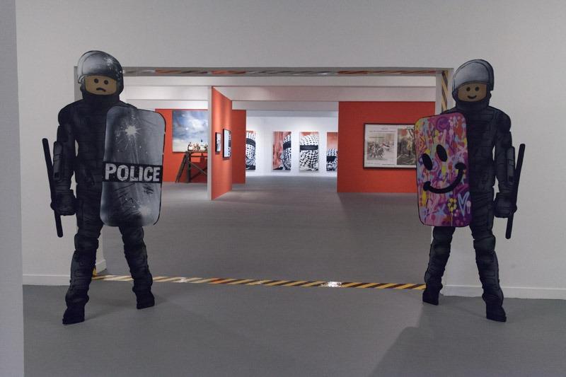 שוטרי לגו של אמן הגרפיטי AME72