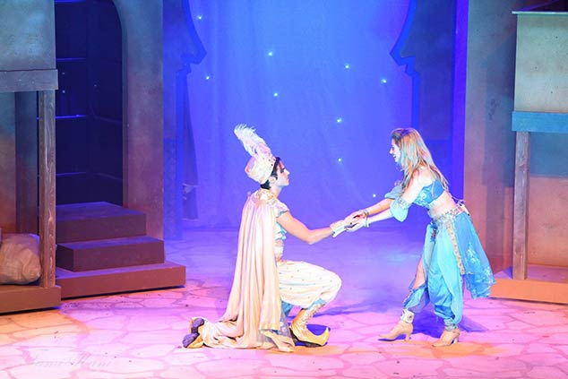 """עדי הימלבלוי ואסף הרץ במחזמר """"אלאדין והנסיכה יסמין"""""""