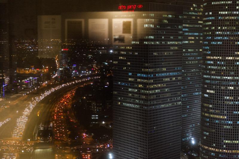 מראה מתוך חלל הפסטיבל אל בנייני עזריאלי. צילום: ענבל כהן חמו