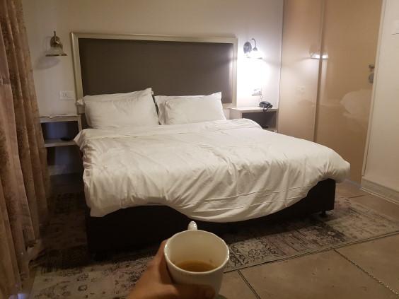 שישי בבוקר יום יפה- אמא שותה המון קפה - בשקט