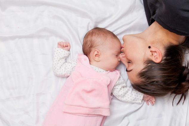 אמא ותינוקת צילום: shutterstock\masson