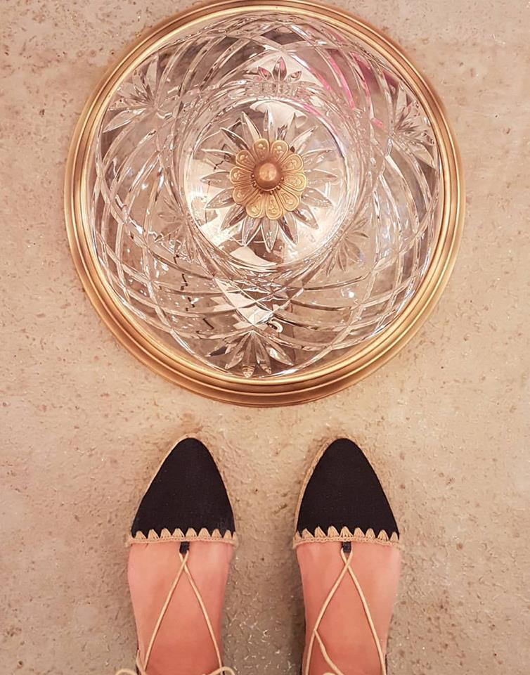 מוצרים גם אפשר לצלם באותה הדרך. גופי תאורה שלי. טליה - גופי תאורה קחו את הפריט הניחו על הרצפה מולכם וצלמו. אל תשכחו לשים את הנעליים הכי שוות שלכם ...