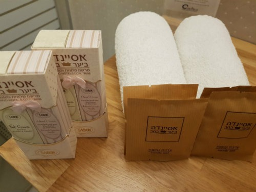 מתנות קטנות בחדר האמבטיה - צילמה ליאור אפרים
