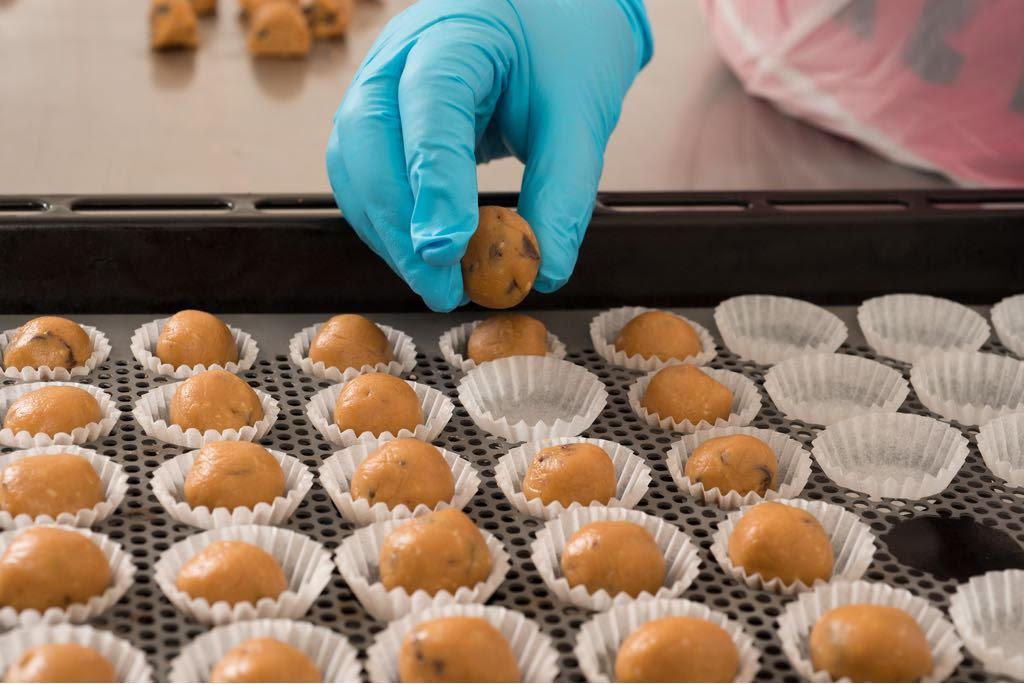 עוגיות חמאת בוטנים - טבעוניות - צילום שחר פליישמן