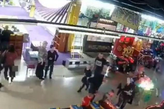 קניון בסיביר צילום מסך מסרטון של פאינה דיר