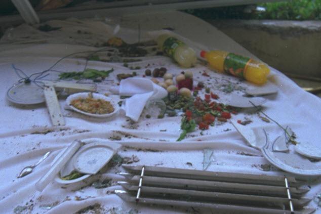 שיירי שולחן הסדר במלון פארק (צילום: נעם שרון / לעמ)