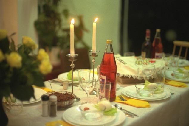שולחן סדר פסח משפחתי (צילום: זיו קורן / לעמ)