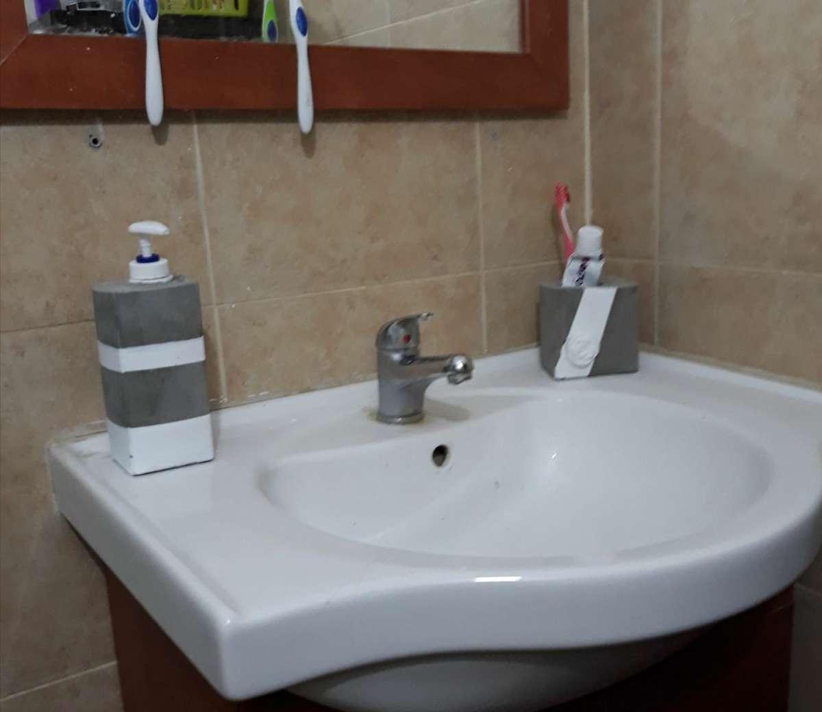 מתקן לסבון נוזלי, בית למברשות שיניים