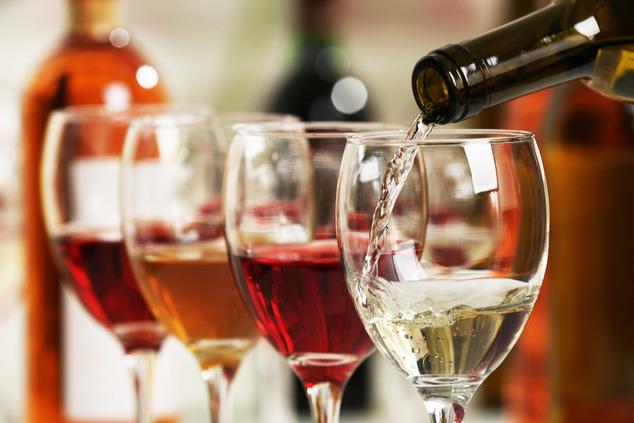 ארבע כוסות יין (צילום: שאטרסטוק / Africa Studio)