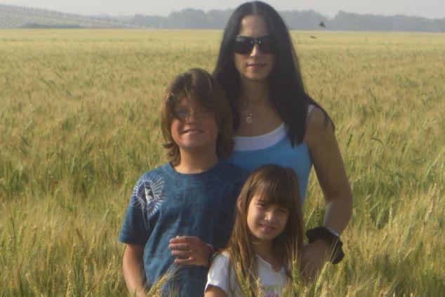 אביגיל זכרוביץ' ומשפחתה צילום אלבום פרטי