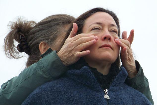 נשים בתרגילי עיניים צילום ג'אן הארווי