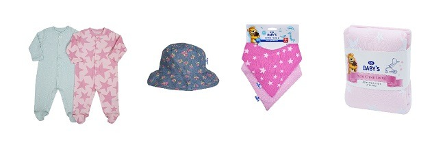 """ריפודית לעגלה, כובע, אוברולים עם רגלית וסינר בנדנה של לייף ( צילום: יח""""ץ סופר-פארם)"""