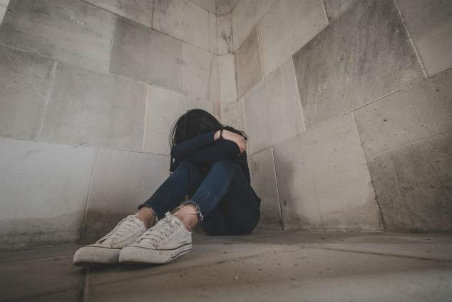 ילדה מדוכאת (צילום: aipon\shutterstock)