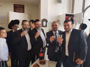 דפיברילטור בבית הכנסת