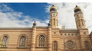 חזית בית הכנסת
