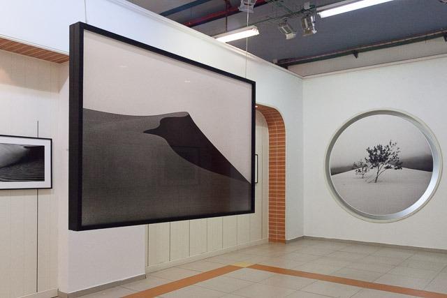 בתערוכה של ג'ון פפר. צילום: ענבל כהן חמו