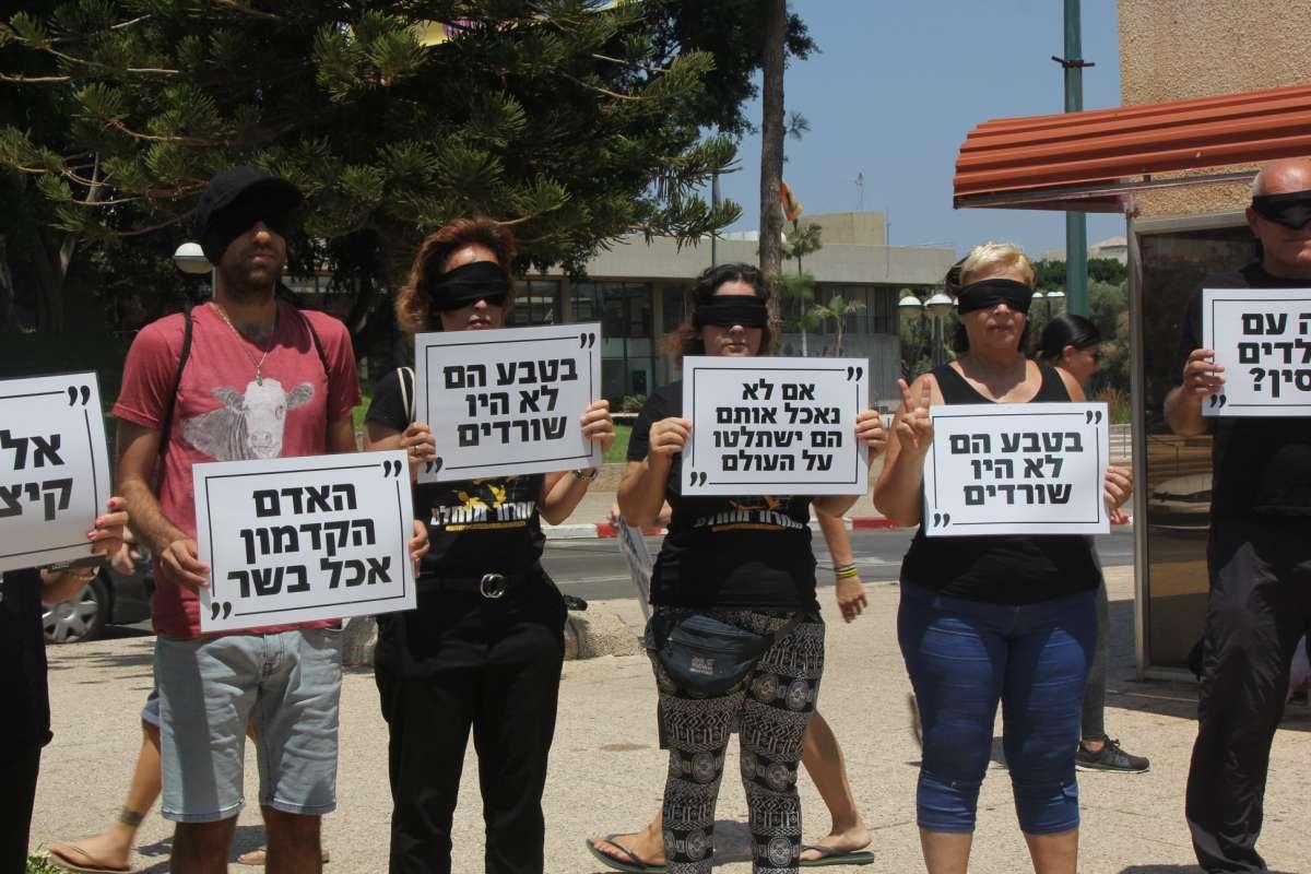 """תמונה מתוך """"מחאת התירוצים"""" של תנועת """"שחרור מוחלט"""""""
