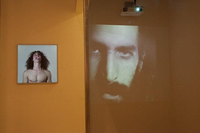 """מבט אל התערוכה """"תאי מדידה"""" שאצרה סיגלית לנדאו. צילום: ענבל כהן חמו"""