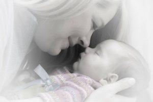אמא עם תינוק